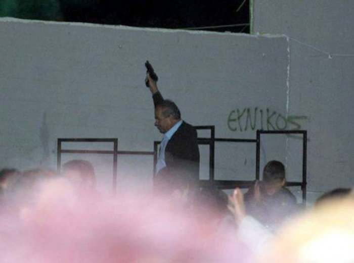Πυροβολεί στον αέρα σε σχολικό χώρο ο αντιδήμαρχος της Φυλής