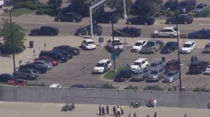 Εκκενώθηκε αεροδρόμιο στο Μίτσιγκαν - Μαχαίρωσαν αστυνομικό (ΦΩΤΟ) - εικόνα 3