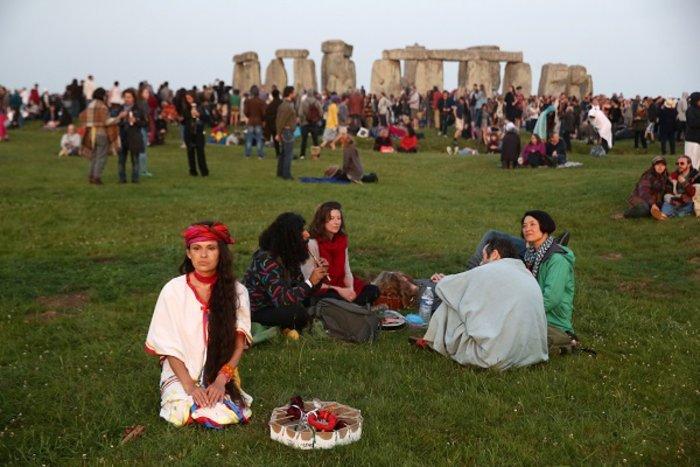 Η γιορτινή υποδοχή του θερινού ηλιοστασίου στο Stonehenge - εικόνα 11