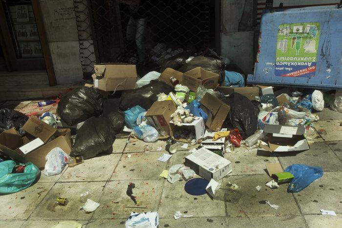 «Πόλεμος» για τα σκουπίδια: Ενταση και χημικά στο κέντρο - εικόνα 15