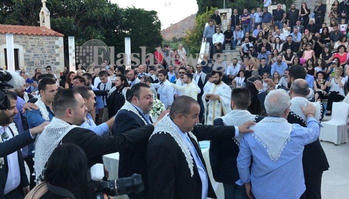 Κρητικός γάμος - βάπτιση με 13 νονούς και 13 κουμπάρους [Εικόνα - Βίντεο] - εικόνα 8