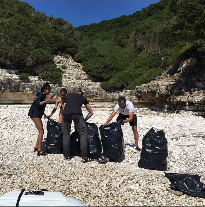 Η κόρη του Γουίλ Σμιθ έβγαλε 22 σακούλες σκουπίδια από ελληνικές παραλίες - εικόνα 2