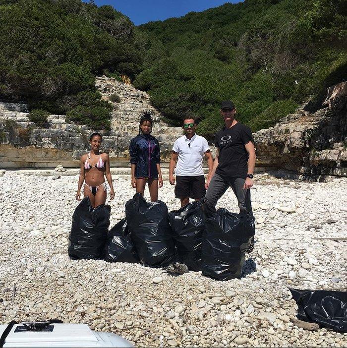 Η κόρη του Γουίλ Σμιθ έβγαλε 22 σακούλες σκουπίδια από ελληνικές παραλίες - εικόνα 4