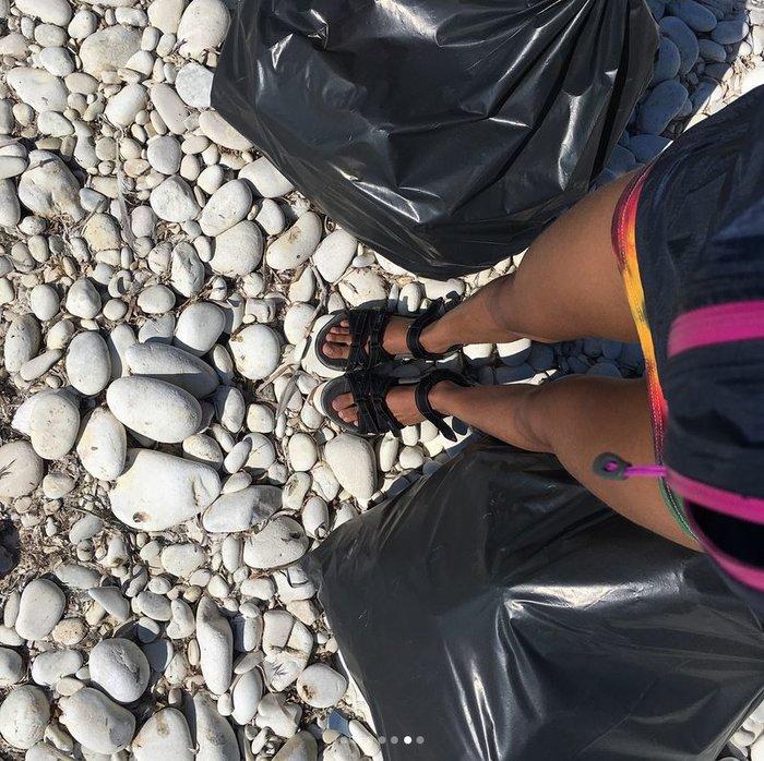 Η κόρη του Γουίλ Σμιθ έβγαλε 22 σακούλες σκουπίδια από ελληνικές παραλίες - εικόνα 6