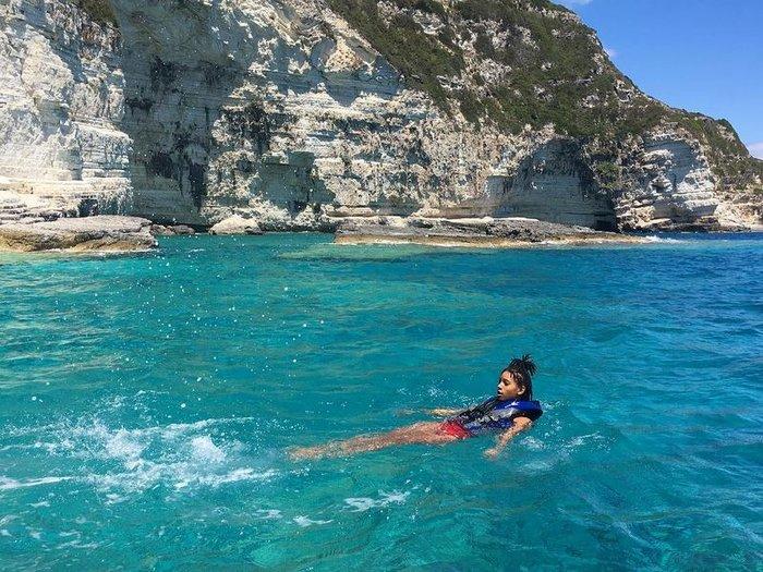 Η κόρη του Γουίλ Σμιθ έβγαλε 22 σακούλες σκουπίδια από ελληνικές παραλίες - εικόνα 8