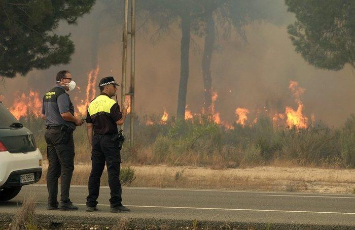 Κόλαση φωτιάς στη Ν. Ισπανία - Εγκλωβισμένοι 50.000 άνθρωποι - εικόνα 2