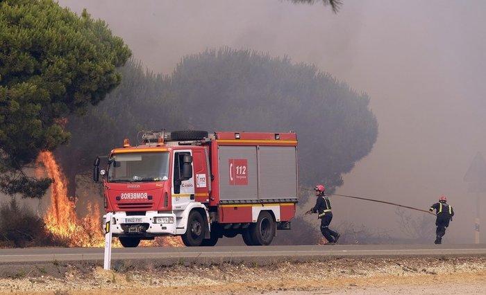 Κόλαση φωτιάς στη Ν. Ισπανία - Εγκλωβισμένοι 50.000 άνθρωποι - εικόνα 4