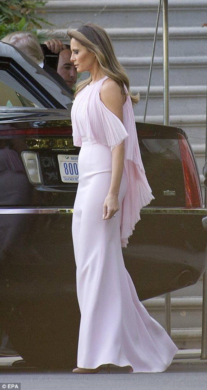 Στα ροζ η Μελάνια στο γάμο του αμερικανού ΥΠΟΙΚ.Στο ίδιο χρώμα κι η Ιβάνκα! - εικόνα 2