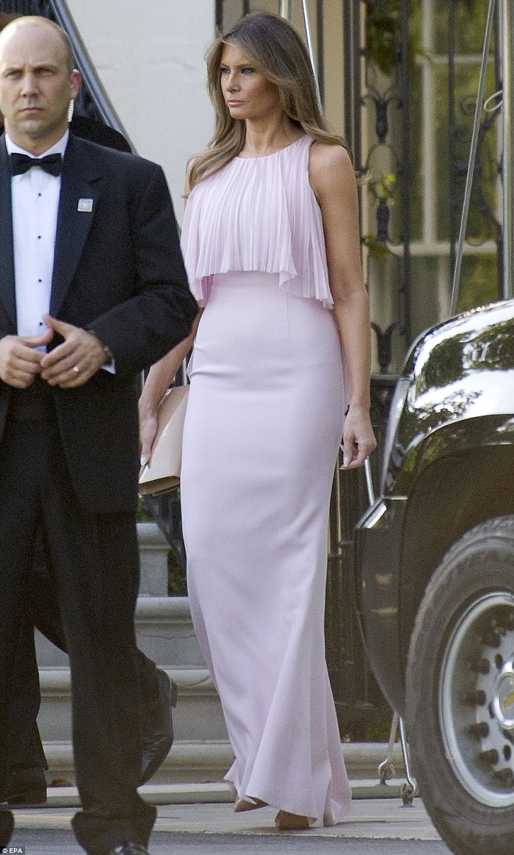 Στα ροζ η Μελάνια στο γάμο του αμερικανού ΥΠΟΙΚ.Στο ίδιο χρώμα κι η Ιβάνκα! - εικόνα 3
