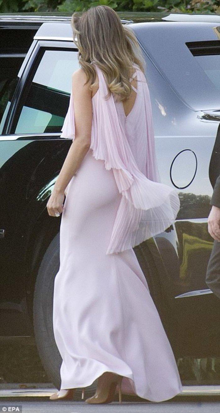 Στα ροζ η Μελάνια στο γάμο του αμερικανού ΥΠΟΙΚ.Στο ίδιο χρώμα κι η Ιβάνκα! - εικόνα 4