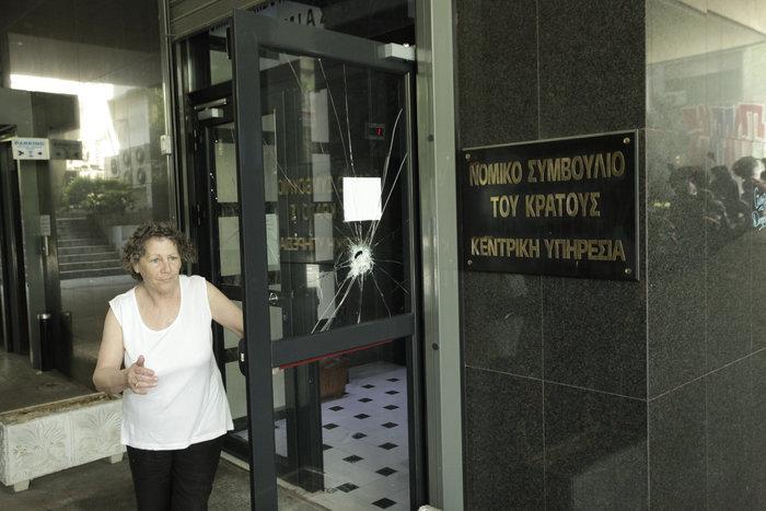 Επίθεση αγνώστων στο Νομικό Συμβούλιο & τράπεζες στο κέντρο
