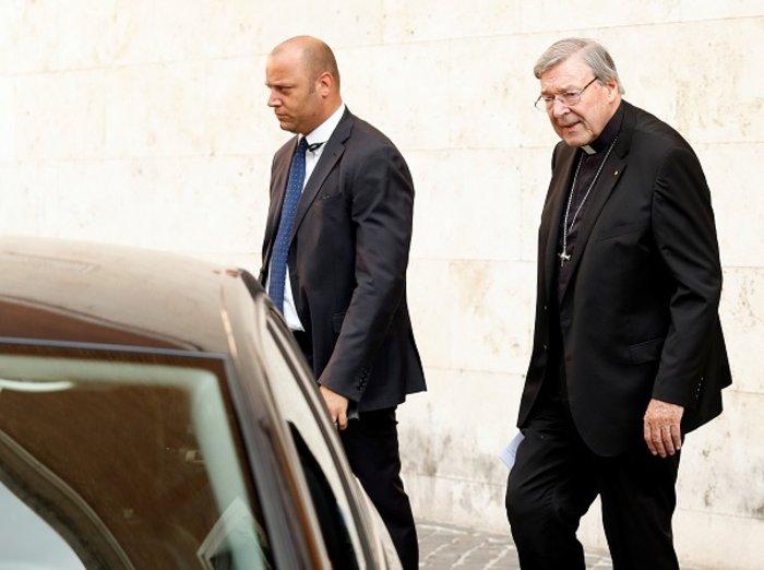 Σκάνδαλο μεγατόνων: Το No3 του Βατικανού διώκεται για βιασμούς κατα συρροή
