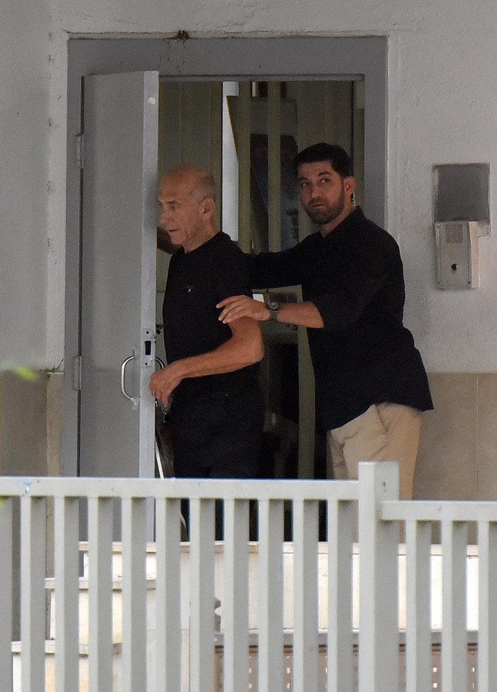 Eλεύθερος μετα από ένα χρόνο στη φυλακή ο Εχούντ Ολμέρτ