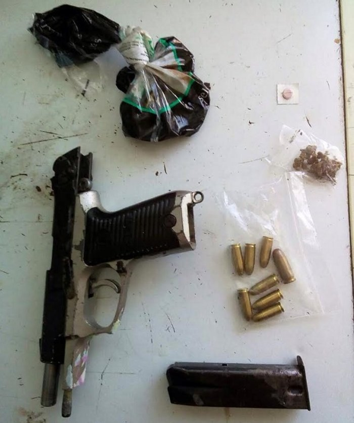 Όπλα, σφαίρες και 80 δενδρύλλια κάνναβης στο στρατόπεδο Καποτά