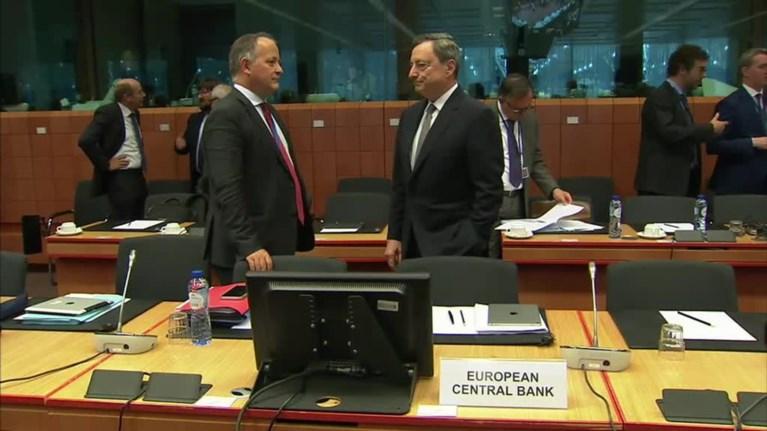 kere-i-apofasi-tou-eurogroup-den-eparkei-gia-na-mpeite-sto-qe