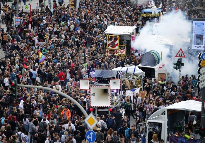 Πέντε συλλήψεις και τέσσερις αστυνομικοί τραυματίες στο Αμβούργο -φωτό