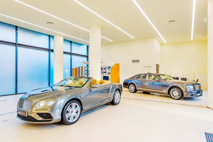Στο Νέο Ψυχικό χτυπάει πλέον η W12 καρδιά της Bentley