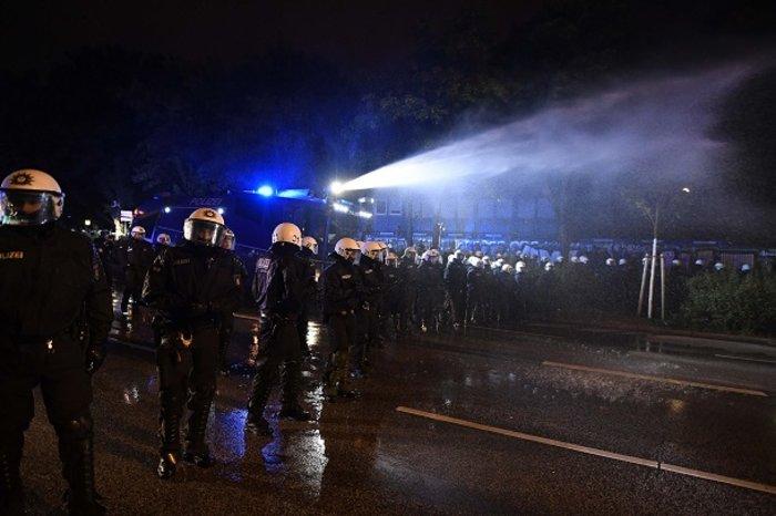 """Τα """"ζόμπι"""" βγήκαν στους δρόμους κατά της G20 (ΦΩΤΟ) - εικόνα 4"""
