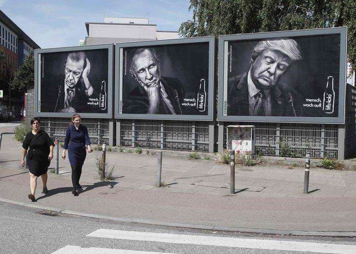 Γερμανία: Η προκλητική διαφήμιση με τις εικόνες των ισχυρών του κόσμου