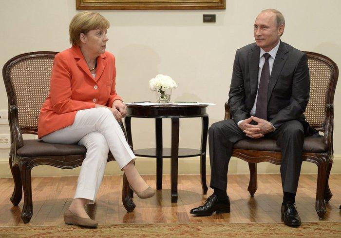 """Η Μέρκελ και το """"πολιτικό"""" τρίγωνο Τραμπ-Πούτιν-Ερντογάν"""