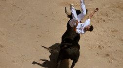 Αρχισε ο επικίνδυνος χορός με τους ταύρους στην Παμπλόνα! φωτό