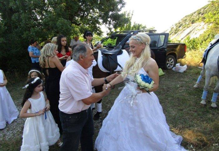 Γιάννενα: Ο ξεχωριστός γάμος της «αμαζόνας» και του «πεταλωτή» -φωτό - εικόνα 2