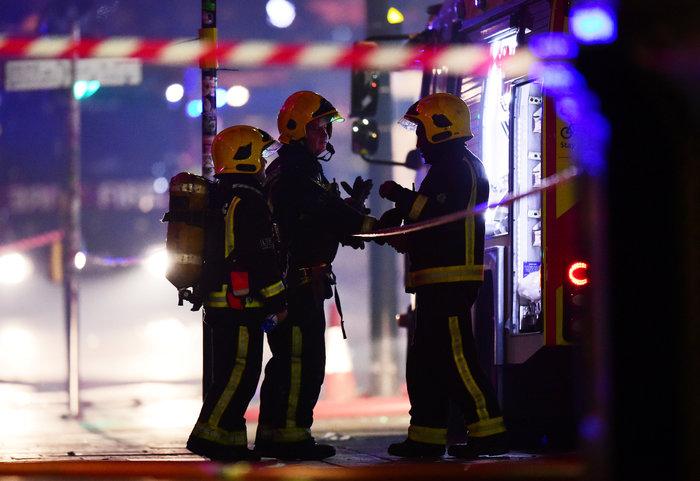 Μάχη με τις φλόγες στην αγορά του Camden στο Λονδίνο