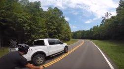 Ατύχημα που κόβει την ανάσα: Αυτοκίνητο εμβολίζει ποδηλάτη