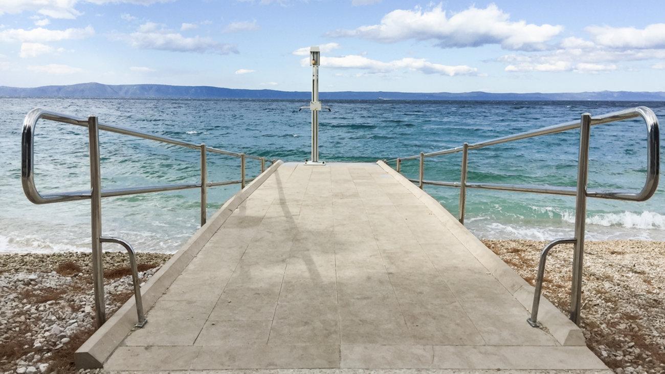 Κέρκυρα, το πρώτο ελληνικό νησί που χάρισε πρόσβαση στις παραλίες του σε άτομα με κινητικά προβλήματα