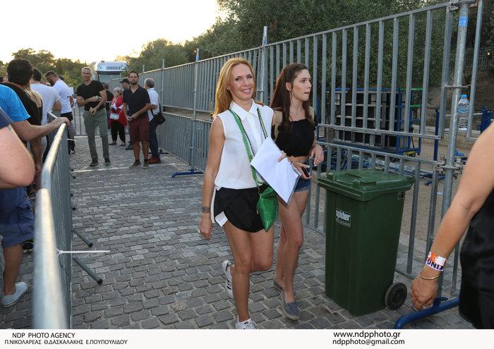 Η Εβελίνα Παπούλια για γυρίσματα στην Σκόπελο με την όμορφη κόρη της [φωτο] - εικόνα 3