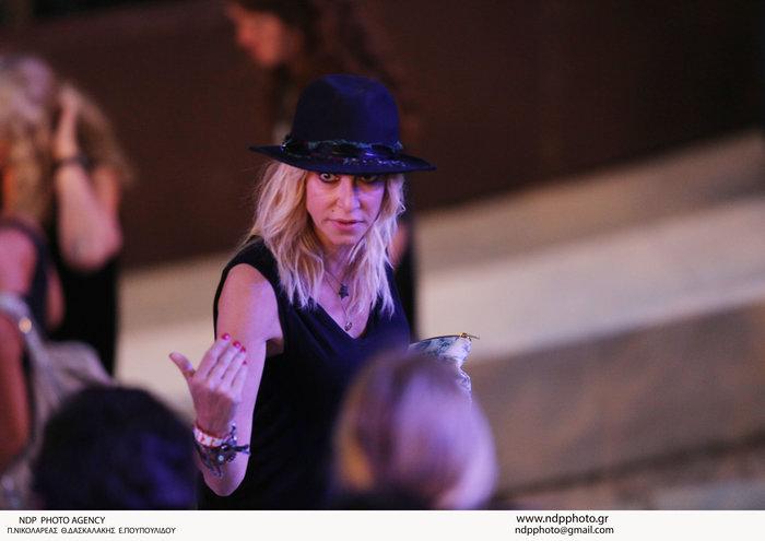 Η ροκ εμφάνιση της Αννας Βίσση στη συναυλία των Foo Fighters στο Ηρώδειο - εικόνα 3