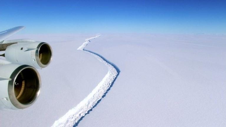 antarktiki-apokollithike-terastio-pagobouno-me-megethos-oso-i-kupros-eikones