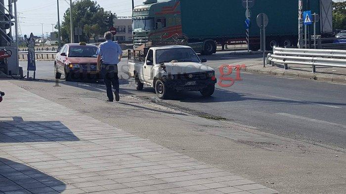 Ρομά παραβίασαν κόκκινο, τράκαραν με ταξί και έσπασαν στο ξύλο τον πελάτη - εικόνα 2