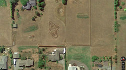 Επικό! Το μήνυμα στον γείτονα που έγινε viral μέσω του Google Earth
