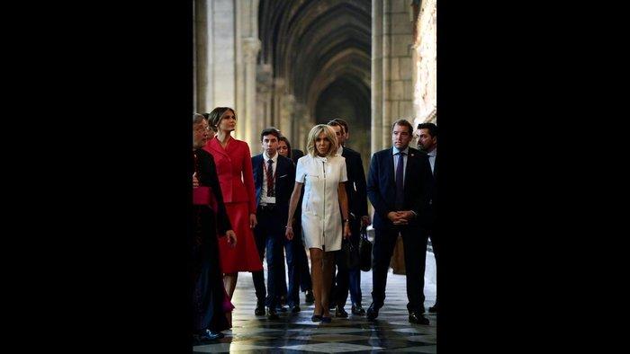 Η Μέλανια και η Μπριζίτ κάνουν βόλτα στο Παρίσι [Εικόνες] - εικόνα 3