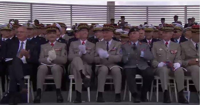 Γαλλική στρατιωτική μπάντα έπαιξε στον Τραμπ... Daft Punk - Βίντεο - εικόνα 4
