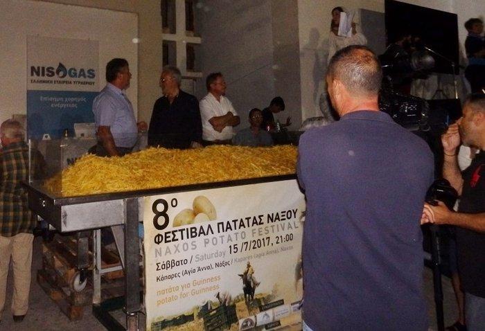 Η Νάξος στο Γκίνες με 554 κιλά τηγανητές πατάτες - εικόνα 13