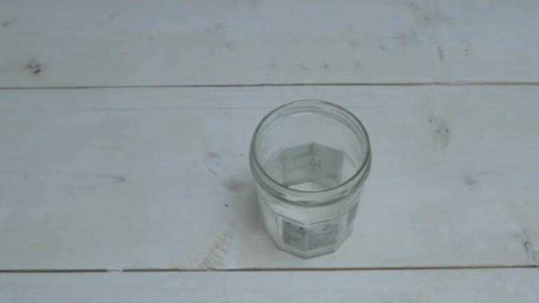 Απίστευτο κόλπο για να ξεκολλάτε ετικέτες από βάζα