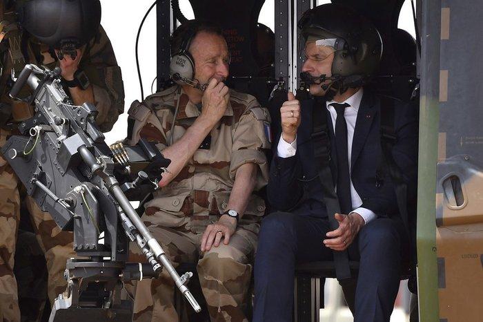 Ο Μακρόν «παραίτησε» τον αρχηγό των ενόπλων δυνάμεων