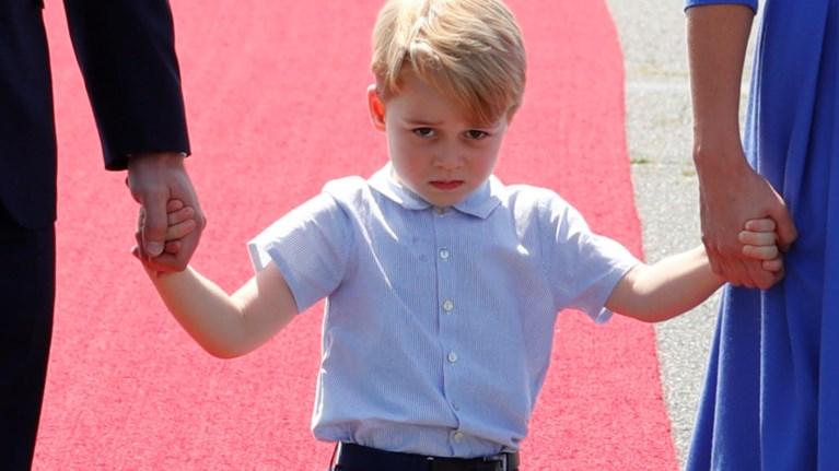 Γιατί ο πρίγκιπας Τζορτζ δεν χαμογελάει ποτέ & είναι θλιμμένος