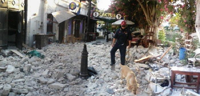 Oι έρευνες της ΕΜΑΚ με σκύλους στα ερείπια στην Κω