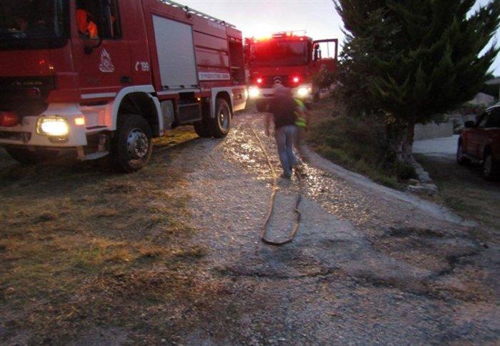Ολονύκτια μάχη με τη φωτιά στα Ιωάννινα-Απειλήθηκαν σπίτια στο Νεοχωρόπουλο