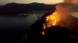 Σε ύφεση η φωτιά πάνω από το κάστρο της Μονεμβασιάς