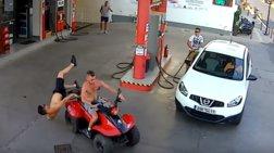 Γουρούνα εισβάλλει σε βενζινάδικο και εκτοξεύεται ο συνεπιβάτης - video-