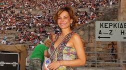 Δήμητρα Ματσούκα: Εντυπωσιακή εμφάνιση με φλοράλ φόρεμα στην Επίδαυρο