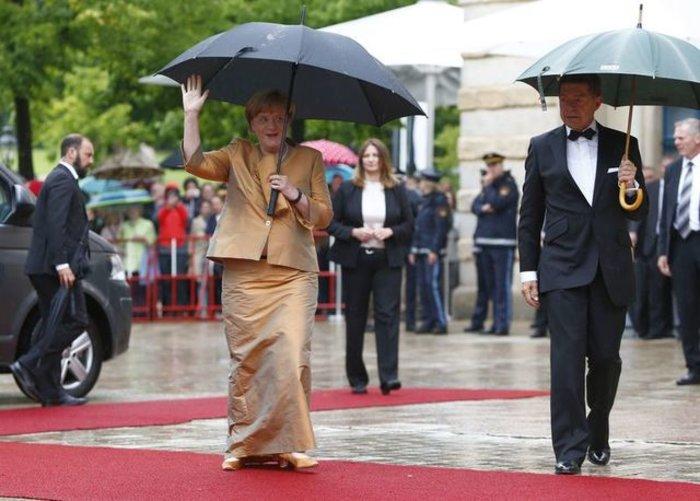 Περπάτησε στο κόκκινο χαλί του Φεστιβάλ Οπερας η Μέρκελ - εικόνα 2