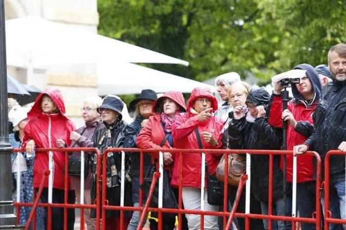 Περπάτησε στο κόκκινο χαλί του Φεστιβάλ Οπερας η Μέρκελ - εικόνα 9