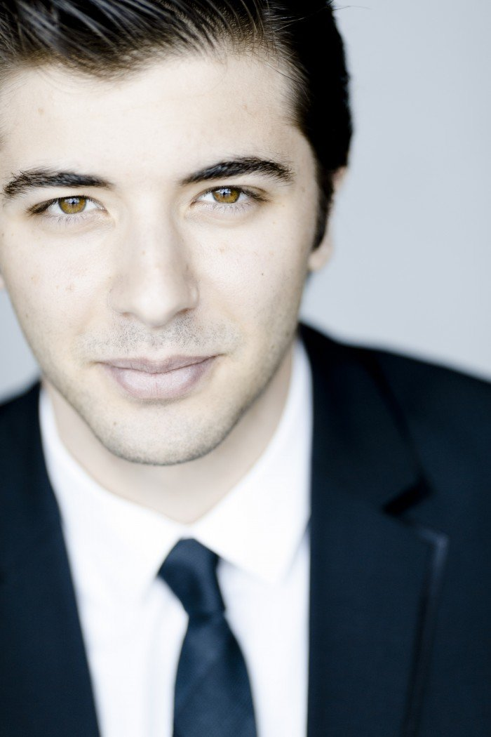 Διονύσης Γραμμένος: Ο Κερκυραίος που διευθύνει ορχήστρες σε όλο τον κόσμο - εικόνα 2