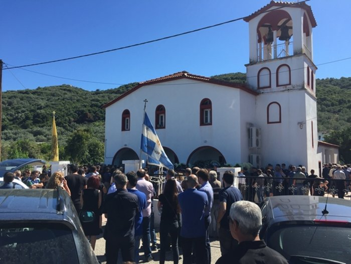 Πλήθος κόσμου στο τελευταίο αντίο στον σμηναγό Νίκο Γρηγορίου