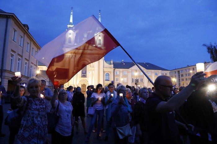 Διαδηλώσεις στη Βαρσοβία εναντίον της απόφασης Ντούντα